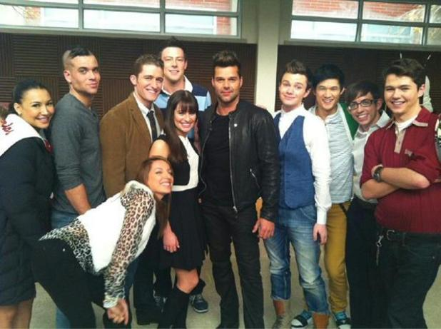 Ricky Martin on set with the cast of Glee (from Twitter)