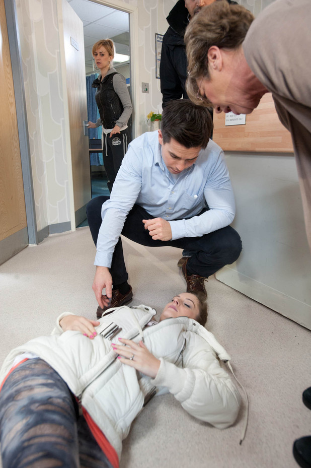 Kylie fakes a large panic attack to distract Dr Carter, who rushes to her aid