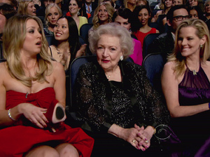 The People&#39;s Choice Awards 2012: Kaley Cuoco and Betty White 