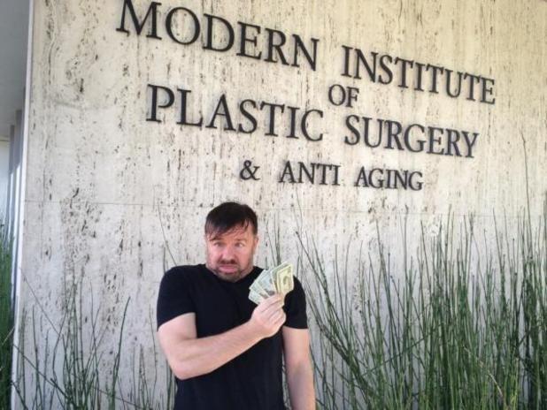 Ricky Gervais jokes about pre-Golden Globes plastic surgery on Twitter