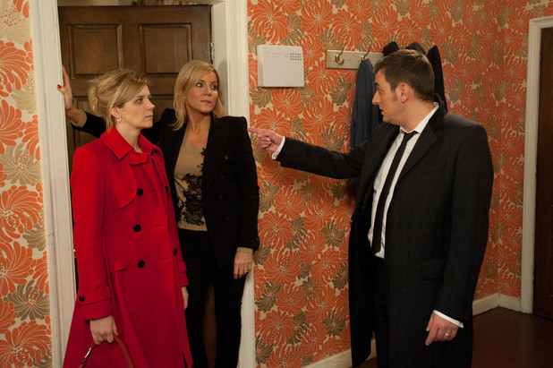 Peter tracks down Leanne and apologises for everything. Leanne is devastated thinking about how many times Peter has lied to her about being elsewhere when he was with Carla