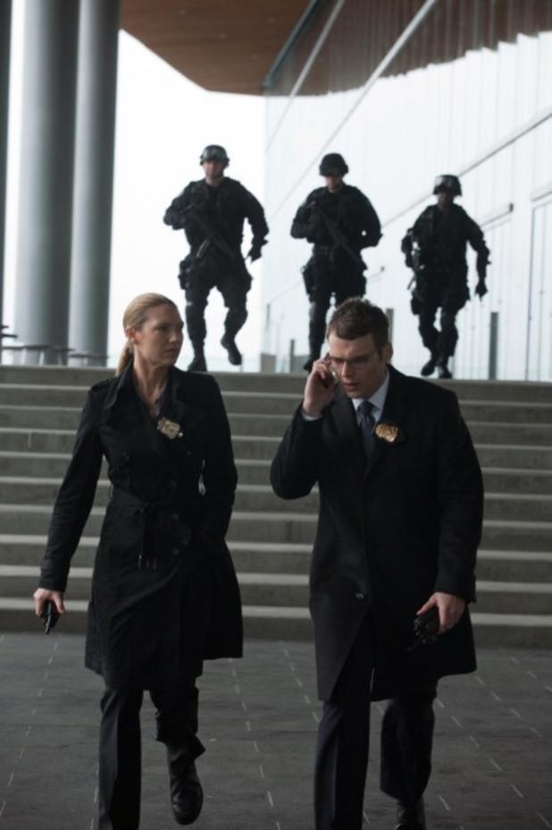 Olivia (Anna Torv, L) and Lincoln (Seth Gabel, R)