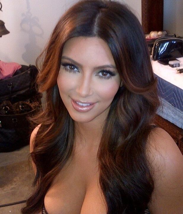 Kim Kardashian, Twitter, bikini