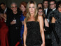 Aniston clarifies Theroux romance start