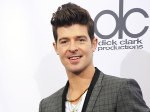 showbiz robin thicke mature tits