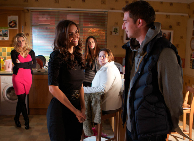 The McQueens turn against Mercedes (Jennifer Metcalfe). Riley Costello (Rob Norbury) returns.