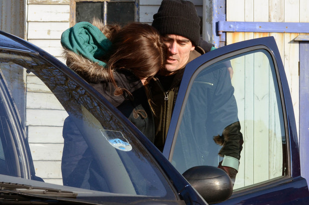 Cain is in tremendous pain with his leg as he struggles to try and bring Holly round and get her in the car