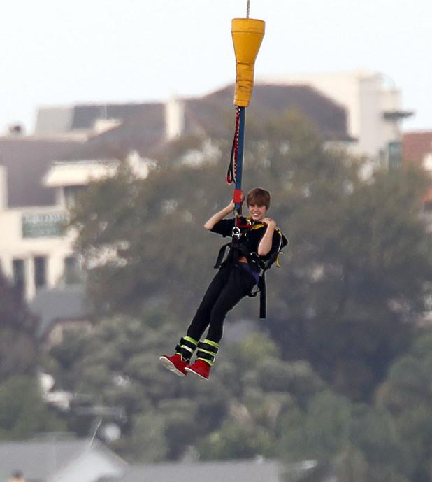 Justin Bieber bungee jumping
