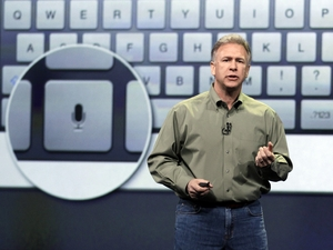 Apple&#39;s senior vice president of Worldwide Marketing Phil Schiller discuss features of the new iPad
