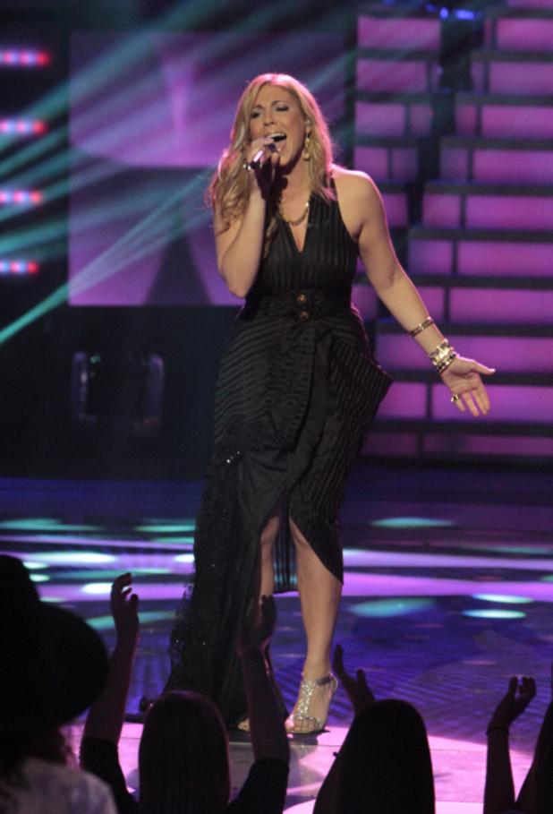 Elise Testone performs