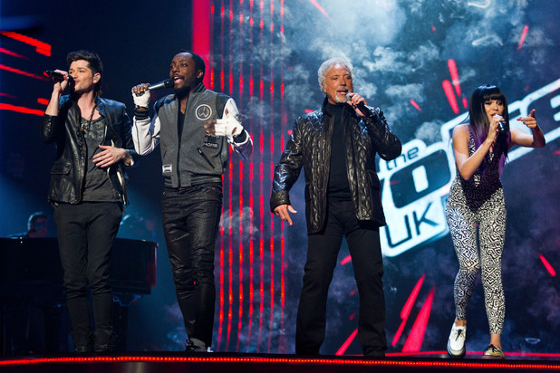 Danny O'Donoghue, Will.i.am, Tom Jones, Jessie J performing together