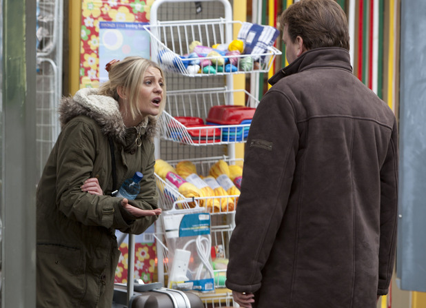 Ian catches up with Mandy and apologises for his behaviour.