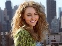 The Carrie Diaries releases first image of AnnaSophia Robb as Carrie Bradshaw.