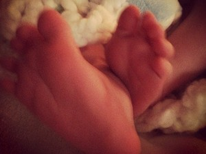 Hilary Duff posts teaser picture of son on Twitter