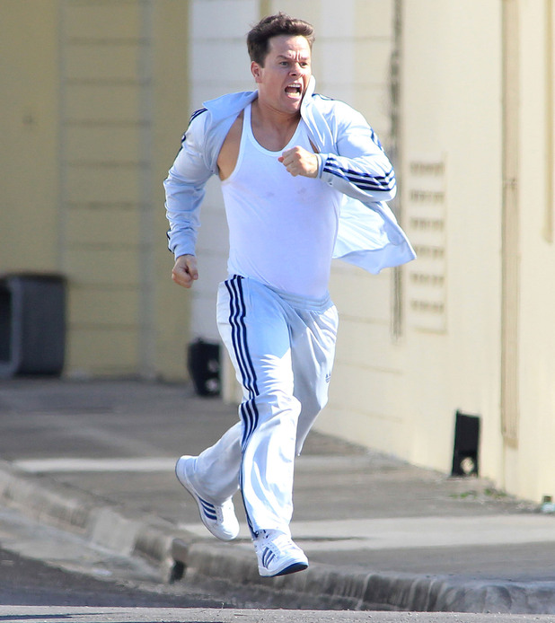 Mark Wahlberg films a chase scene