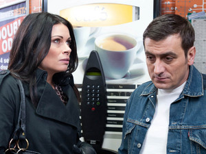 Peter is unhappy with Carla when he learns that she knew about Leanne seeing Simon behind his back