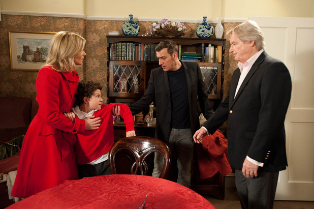 Peter bans Leanne and Ken from seeing Simon after she catches Leanne with him