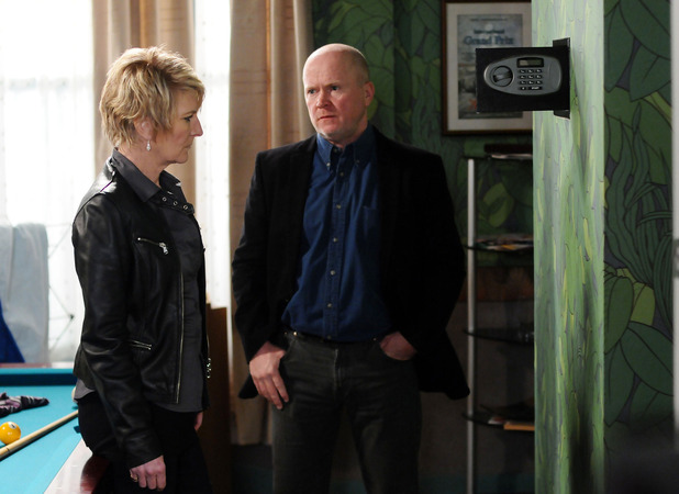 Shirley Carter (Linda Henry) wants money from Phil Mitchell's (Steve McFadden) safe
