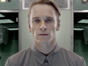 Michael Fassbender in Prometheus viral