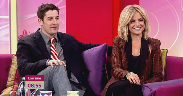 Jason Biggs and Mena Suvari appear on 'Lorraine',