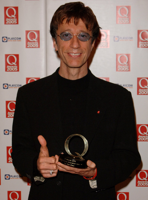 Robin Gibb displays displays the Lifetime Achievement Award