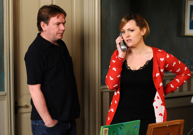 Tanya and Ian begin to get concerned about Lucy and Lauren's whereabouts.