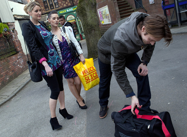 Hollyoaks: 3340: 2012-05-11