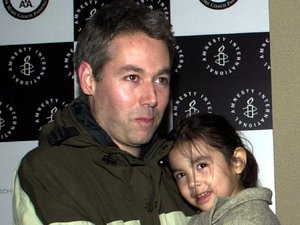 Adam Yauch with his daughter at the Amnesty International USA Media Spotlight Awards in New York, 2002
