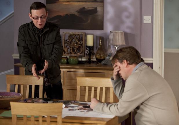 Ben Mitchell (Joshua Pascoe) confesses to Ian Beale (Adam Woodyatt)