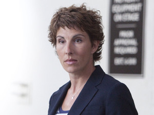 Episodes s02 e01 UK TX May 11, 2012: Beverly Lincoln (Tamsin Greig)