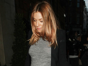 Pregnant Sienna Miller arrives for dinner with friends at Claridge&#39;s restaurant in London