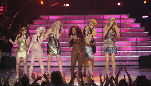 Chaka Khan performs with the girls