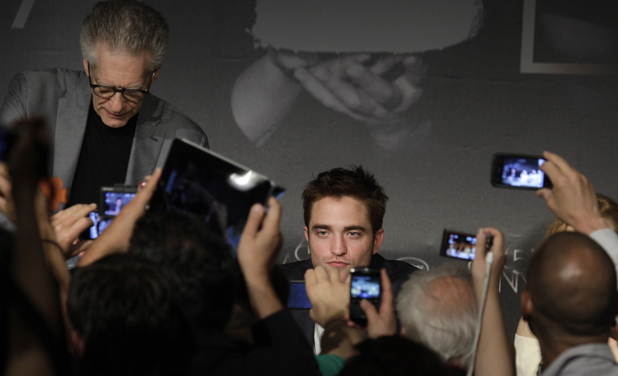 Director David Cronenberg and Robert Pattinson 
