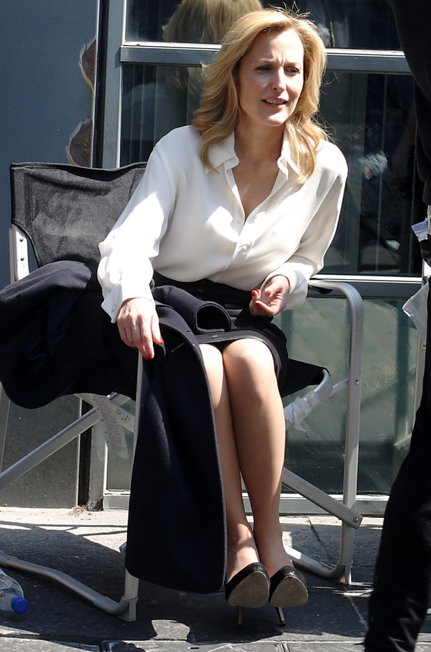 Gillian Anderson enjoying the sunshine during a break from filming new drama 'The Fall' in Belfast.