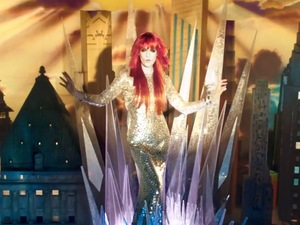 Florence + the Machine 'Spectrum' music video.