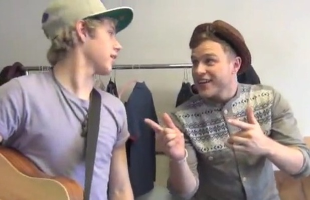 Olly Murs, One Direction's Niall Horan perform 'Heart Skips A Beat'.
