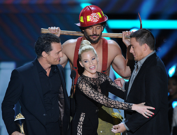 Elizabeth Banks, getting to grips with 'Magic Mike' stars Matthew McConaughey, Joe Manganiello and Channing Tatum