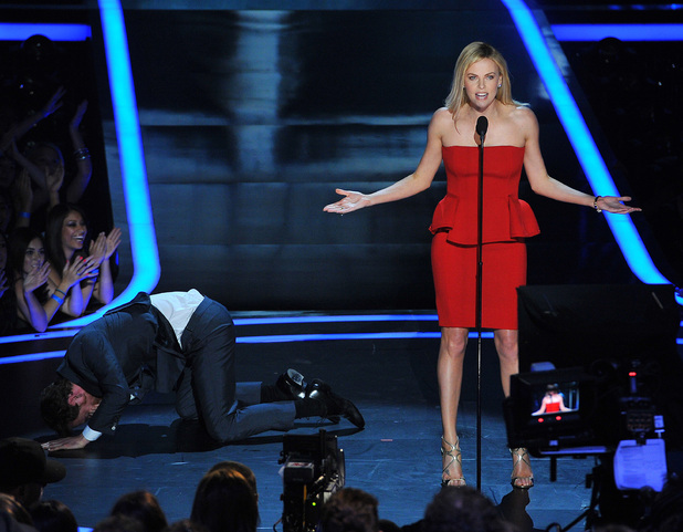 Charlize Theron gets the better of her 'Prometheus' co-star Michael Fassbender as the audience look on