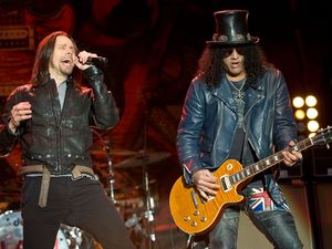 Download Festival 2012 at Donington Park: Myles Kennedy and Slash
