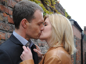 Nick and Leanne kiss passionately