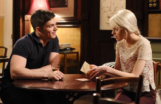 Derek sees Joey handing Lucy the money.