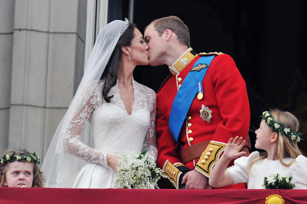 Kate Middleton, Prince William, wedding, kiss