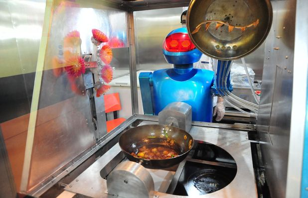 Robots serve, cook for customers in Chinese restaurant