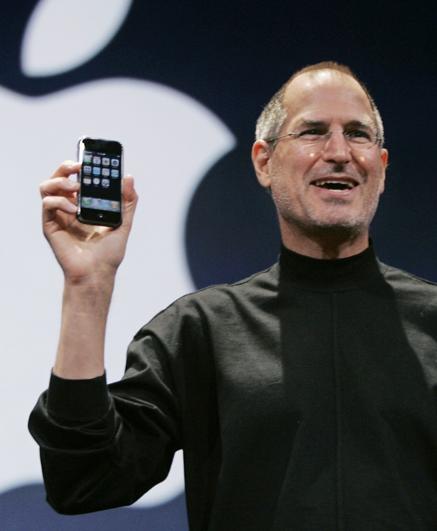 Steve Jobs introduces the new Apple iPhone