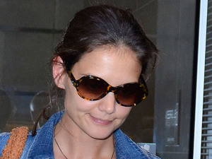 Katie Holmes leaves her lawyers office in Midtown Manhattan New York City