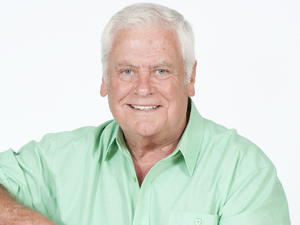 Tom Oliver as Lou Carpenter