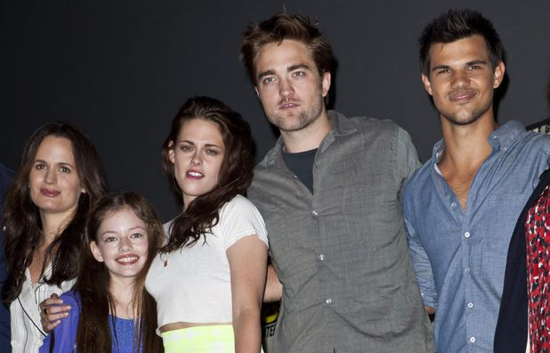 Elizabeth Reaser, Mackenzie Foy, Kristen Stewart, Robert Patterson and Taylor Lautner