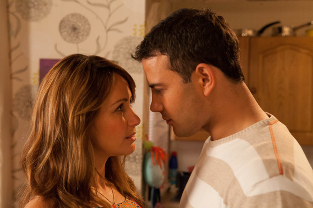 Maria and Jason spend the evening together, its clear that there are sparks flying between them