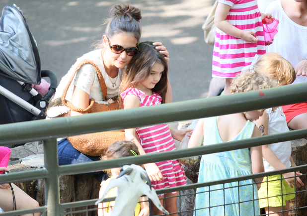 Katie Holmes and Suri Cruise spend the afternoon at the Central Park Zoo in Midtown, Manhattan. New York City, USA