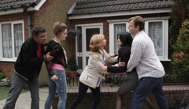Lloyd and Steve step in when the situation soon turns aggressive between Michelle and Kylie